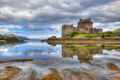 Eilean Donan slott, Skotska högländerna, Skottland, UK fotografering för bildbyråer