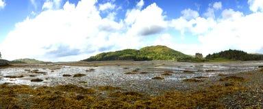 Eilean Tioram dans le loch Moidart, montagne, Ecosse Photos libres de droits