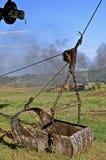 Eimer auf einem Kran benutzt, um auszugraben lizenzfreie stockfotografie