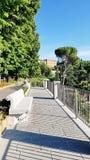 Ein öffentlicher Platz außerhalb San Miniato-Als Monte in Florenz, Italien stockbilder