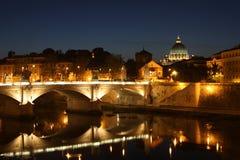 Ein Abend entlang dem Tiber stockbilder