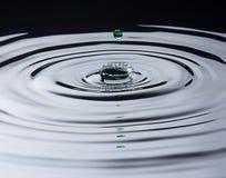Grünes Wasser-Tropfen-Spritzen Lizenzfreie Stockfotografie