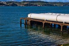 Ein Abschluss oben von großen Abwasserleitungen Lizenzfreie Stockbilder