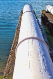 Ein Abschluss oben von großen Abwasserleitungen Stockfotografie