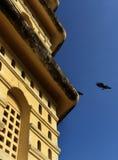 Ein Abschluss oben von manora Fort-Turmfenstern mit blauem Himmel Lizenzfreie Stockbilder