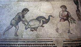 Ein Abschnitt von Mosaiken vom großen Palast-Mosaik am Istanbul-Mosaik-Museum in der Türkei stockfotos