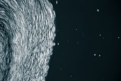 Ein abstraktes Muster von einem schaumbildenden im Fluss Lizenzfreie Stockbilder