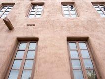 Ein Adobe-Bürogebäude Lizenzfreie Stockbilder