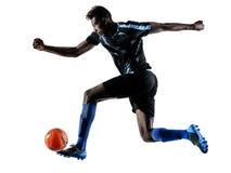 Ein afrikanischer Fußballspielermann lokalisierte weißes Hintergrund silhouet Stockbild