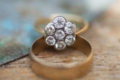 Ein alter antiker Ring für eine Hochzeit Stockfotografie