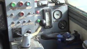 Ein alter Armaturenbrett für das Schiff stock footage