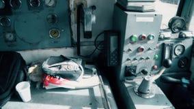 Ein alter Armaturenbrett für das Schiff, Steuertabelle stock footage