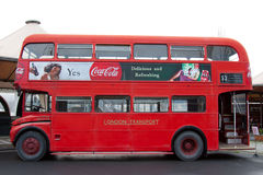 Ein alter roter Bus Stockfotografie