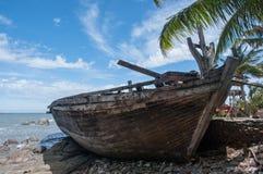 Ein alter Schiffbruch oder ein aufgegebenes Schiffswrack Stockfotografie