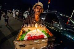 Ein alter Snackhausierer Kandy Esala Perahera Lizenzfreies Stockbild