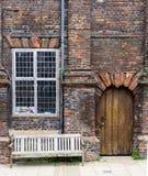 Ein alter Ziegelstein und ein hölzernes Haus gesehen in Rye, Kent, Großbritannien Lizenzfreies Stockbild