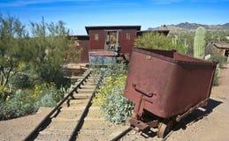 Ein altes Bergwerk an der Goldvorkommen-Geisterstadt, Arizona Stockbilder