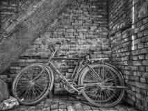 Ein altes Fahrrad stockfotos