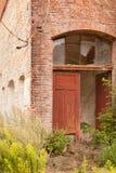 Ein altes fast ruiniertes Gebäude stockbild
