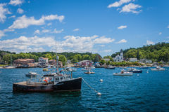 Ein altes Hummerboot in Boothbay Habor, Maine Stockfotos
