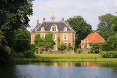 Ein altes mysteriöses Schloss in Diepenheim in den Niederlanden lizenzfreie stockbilder