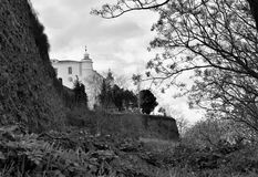 Ein altes Schloss, eine neue Herberge stockbilder