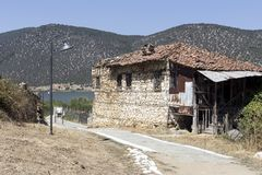Ein altes, verlassenes Steinhaus Lizenzfreie Stockbilder
