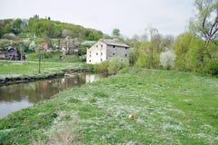 Ein altes watermill Stockfotos