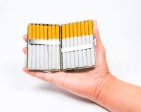Ein Aluminiumkasten der Zigarette auf weißem blackground Stockfoto