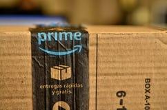 Ein Amazonas-Paket wurde geliefert stockfoto