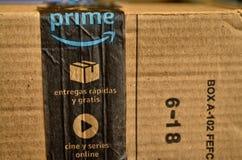 Ein Amazonas-Paket wurde geliefert lizenzfreies stockfoto