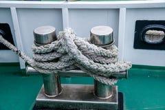 Ein Anchorage, das auf einem Schiff verankert wird, ist ein Mast Lizenzfreies Stockbild