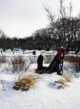 Ein Anker tief im Schnee Lizenzfreies Stockbild