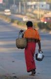 Ein armer Mann im Elendsviertel Stockbilder