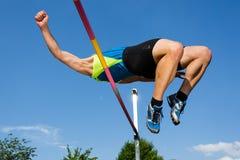 Ein Athlet im Hochsprung Lizenzfreies Stockfoto