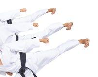 Ein Athlet mit einem schwarzen Gürtel schlägt hohe Collage des Trittes drei stockfotos