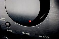 Ein Audiolautstärkeregler gedreht bis zu 10 Stockbild