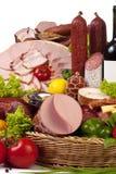 Ein Aufbau des Fleisches und des Gemüses mit Wein Lizenzfreies Stockbild