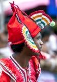 Ein Ausführender beim Hikkaduwa Perahera in Sri Lanka stockbild
