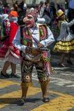 Ein Ausführender in der Maifeiertagsparade in Cusco, Peru stockbilder