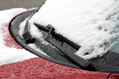 Ein Auto im Winter Stockbild