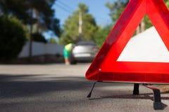 Ein Auto mit einem Zusammenbruch lizenzfreie stockfotos