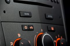 Ein Autoradio mit Hellorangeem lizenzfreie stockfotografie