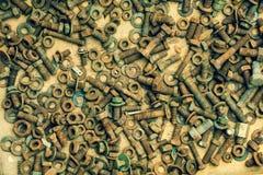 Ein Bündel alte Schrauben von Nüssen und von Waschmaschinen Stockbild