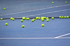 Ein Bündel Tennisbälle Lizenzfreie Stockfotos
