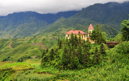 Ein Backsteinbau auf dem Hügel in Lang Biang, Dalat, Vietnam Lizenzfreie Stockfotografie