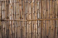 Ein Bambuszaun im Garten für Hintergrund Lizenzfreie Stockbilder