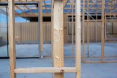 Ein Bauholzrahmen eines Hauses, das eben in Süd-Australien O errichtet wird lizenzfreie stockbilder