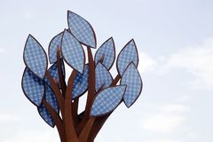 Ein Baum der Sonnenenergiezellen Lizenzfreies Stockfoto