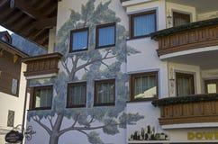 Ein Baum gemalt auf dem Haus Stockfotografie